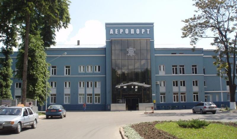 Полосе аэропорта Черновцы требуется ремонт