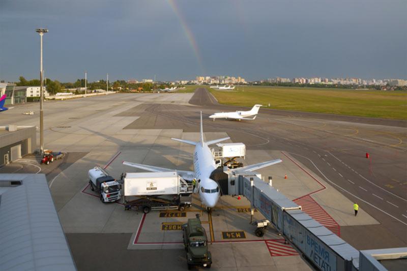 """Аэропорт """"Киев"""" в сентябре нарастил пассажиропоток почти на треть"""