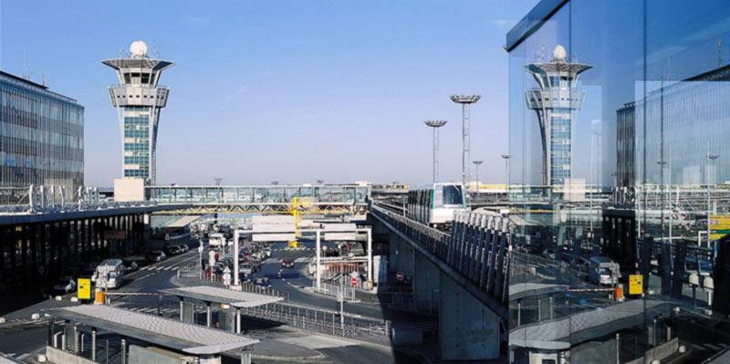 Заявки на полеты в Париж подали три авиакомпании