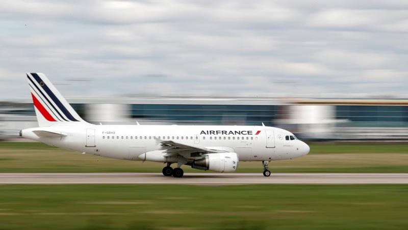 Во Франции для самолетов введут эко-налог