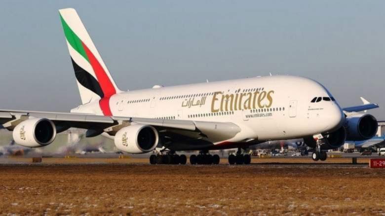 Стюардесса в Уганде выпала из самолета и погибла