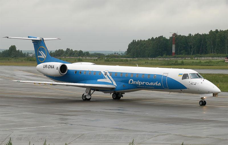 """""""Украинская авиационная группа"""" рассчитывает в декабре получить два самолета Embraer-190"""