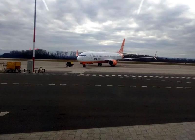 В Пардубице не смогли запустить двигатели самолета SkyUp