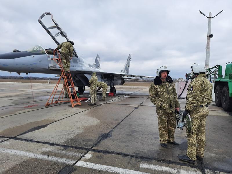 В Василькове продолжается подготовка молодых летчиков