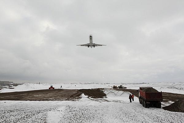 Азарова просят не сокращать взлетную полосу аэропорта «Львов»