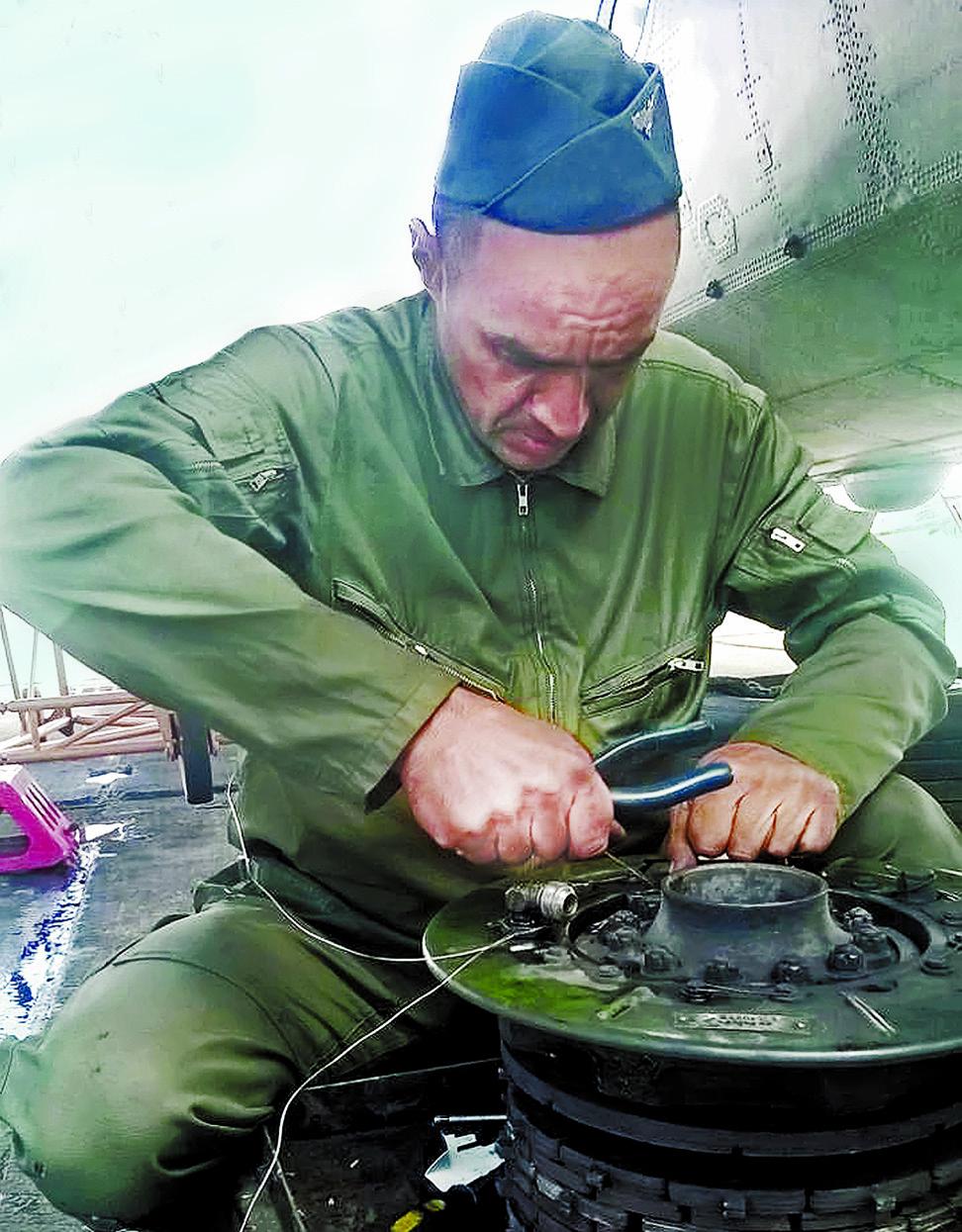 «В самолет попала ракета и ты выжил. Мы не имеем права забирать твою жизнь»: жители оккупированной Луганщины - бортмеханику сбитого Ан-26