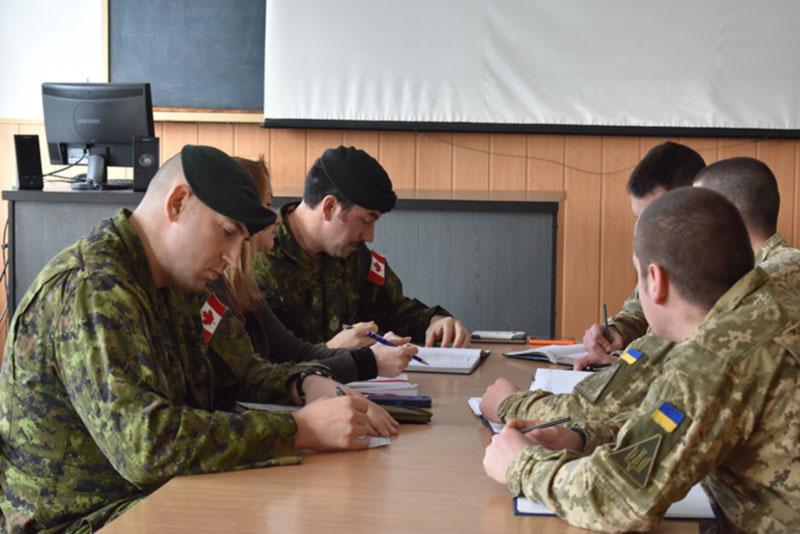 Канадские инструкторы передают опыт сержантскому составу Воздушных Сил ВСУ