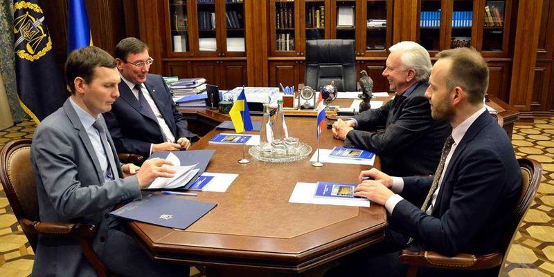 Луценко обсудил с послом Нидерландов расследование авиакатастрофы рейса МН17
