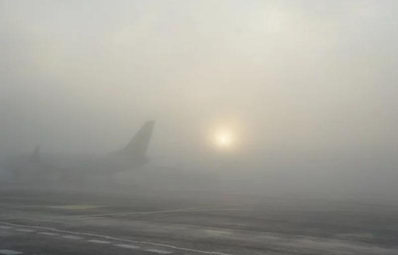 Туман в «Жулянах» не позволил посадить самолет с двумя футбольными командами