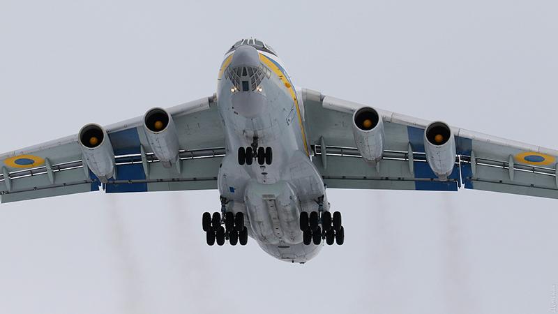 Ил-76МД перевез пару «Альбатросов» в Африку