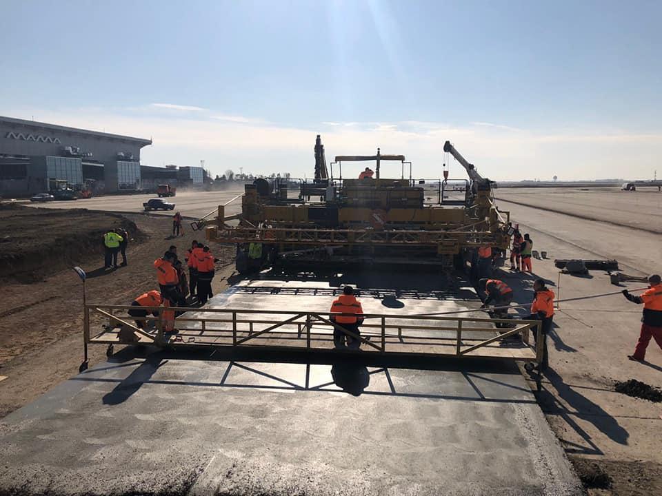 Как строят полосу в Одесском аэропорту