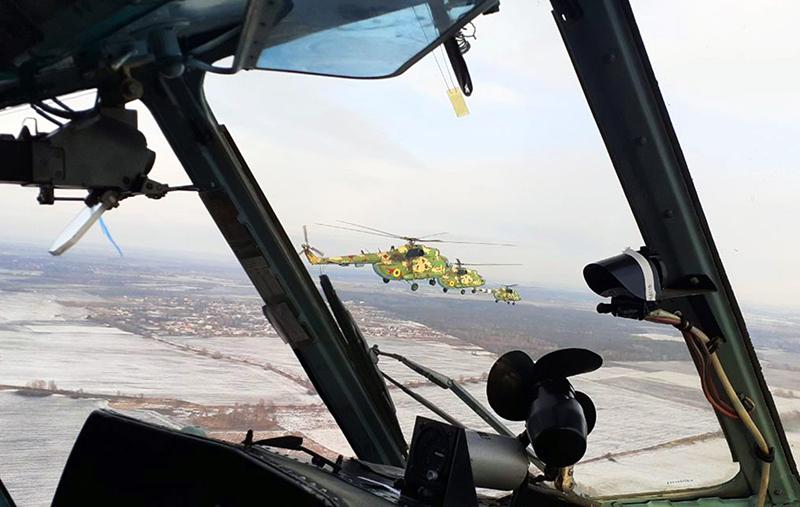 Вертолеты в Борисполе отработали групповую слетанность