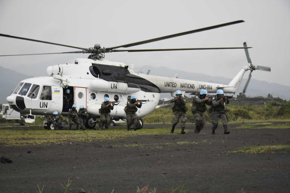 Украинские вертолетчики в Конго провели совместные учения с гватемальцами