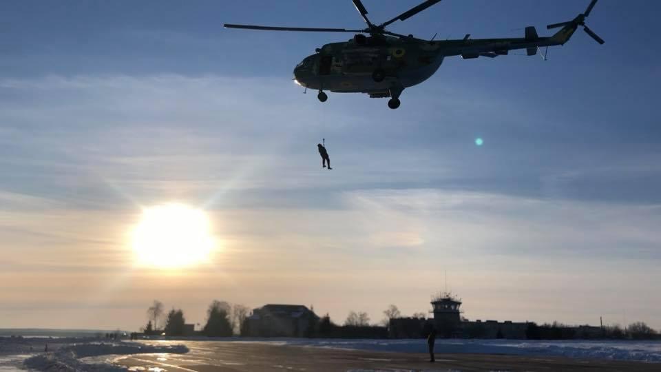 В винницкой авиабригаде отрабатывали поисково-спасательные операции и действия при отказах