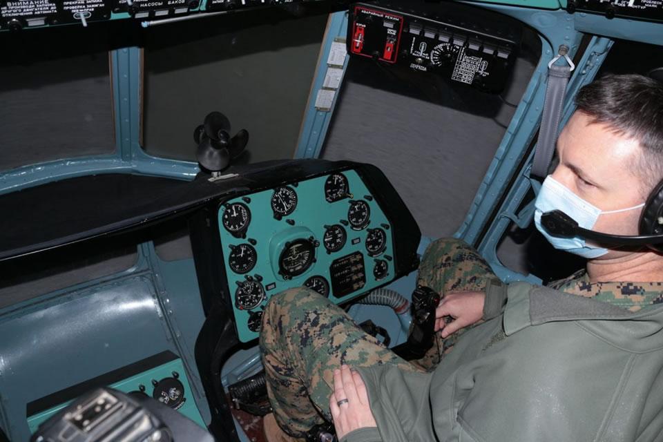 Военные атташе США ознакомились с подготовкой курсантов-авиаторов