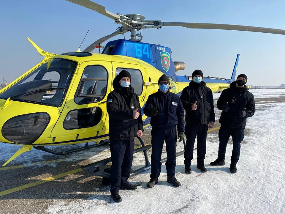 Пилоты-пограничники в условиях зимы совершенствуют навыки эксплуатации Airbus Н125 с французским инструктором