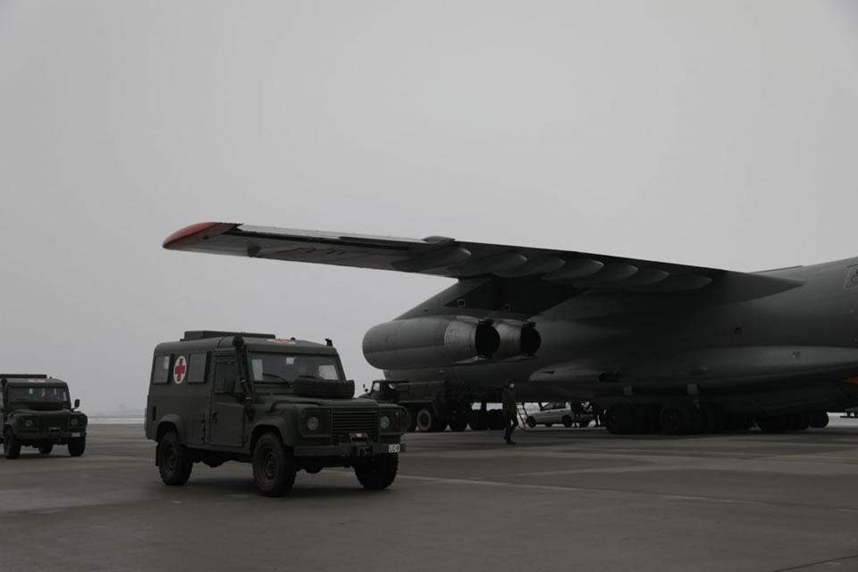 Ил-76 ВСУ доставил из Латвии медицинские автомобили