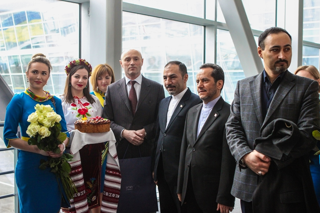 """В международном аэропорту """"Борисполь"""" торжественно открыли первый в Украине рейс иранской авиакомпании Mahan Air"""