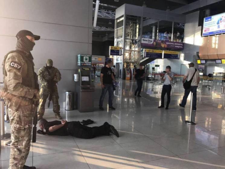 В Харькове копы-взяточники отчитывались об отнятых у турок деньгах. Детали вымогательства в аэропорту