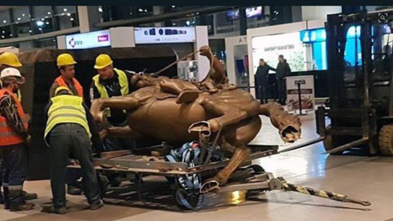 В аэропорту Скопье в угоду Греции демонтировали статую Александра Македонского