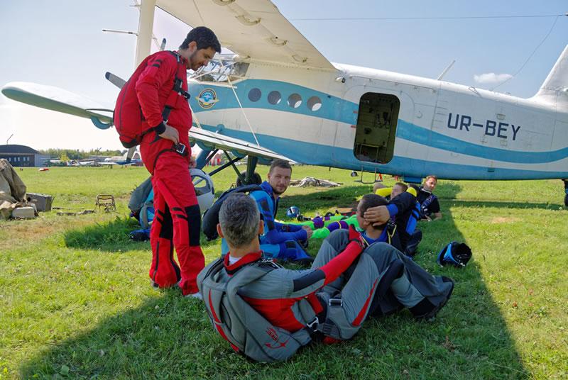 Харьковский аэроклуб открывает сезон прыжками с парашютом