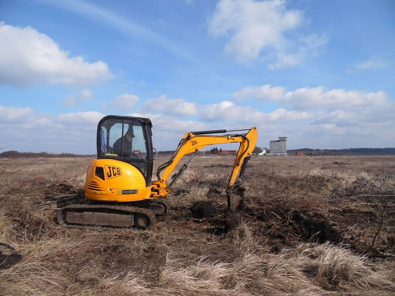 """В аэропорту """"Хмельницкий"""" началась расчистка будущей взлетно-посадочной площадки"""