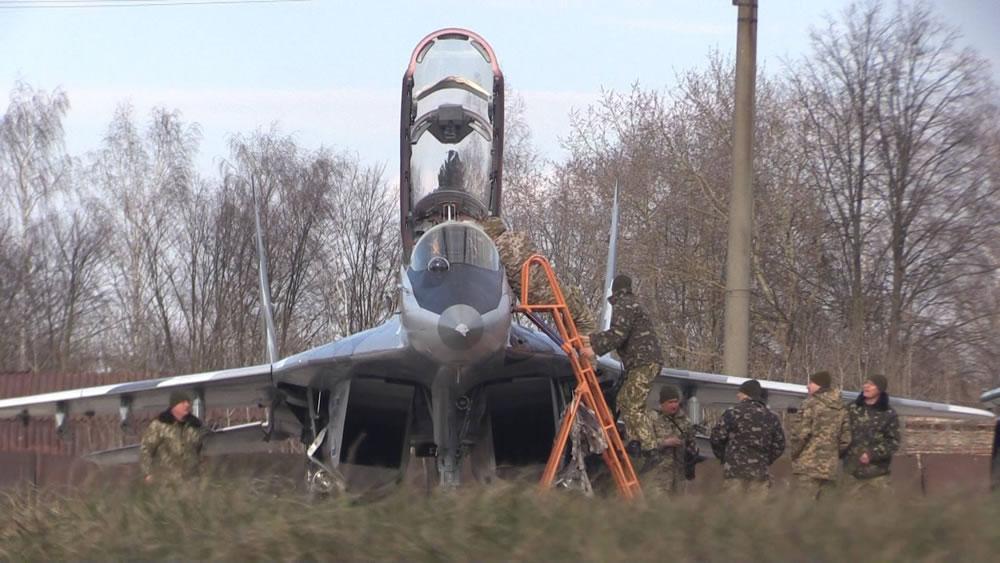 В Ивано-Франковске продолжаются полеты самолетов-истребителей МиГ-29