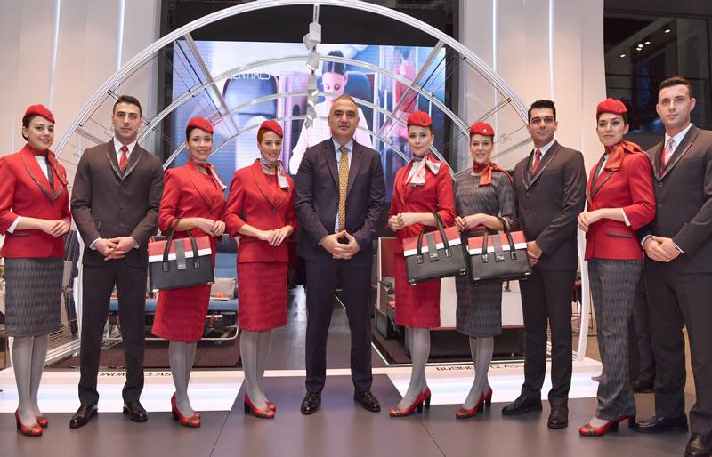 Авиакомпания Turkish Airlines представила новую униформу бортпроводников