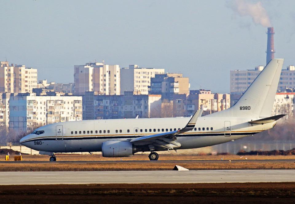 Америка вывезла из Одессы своих граждан на военном самолете