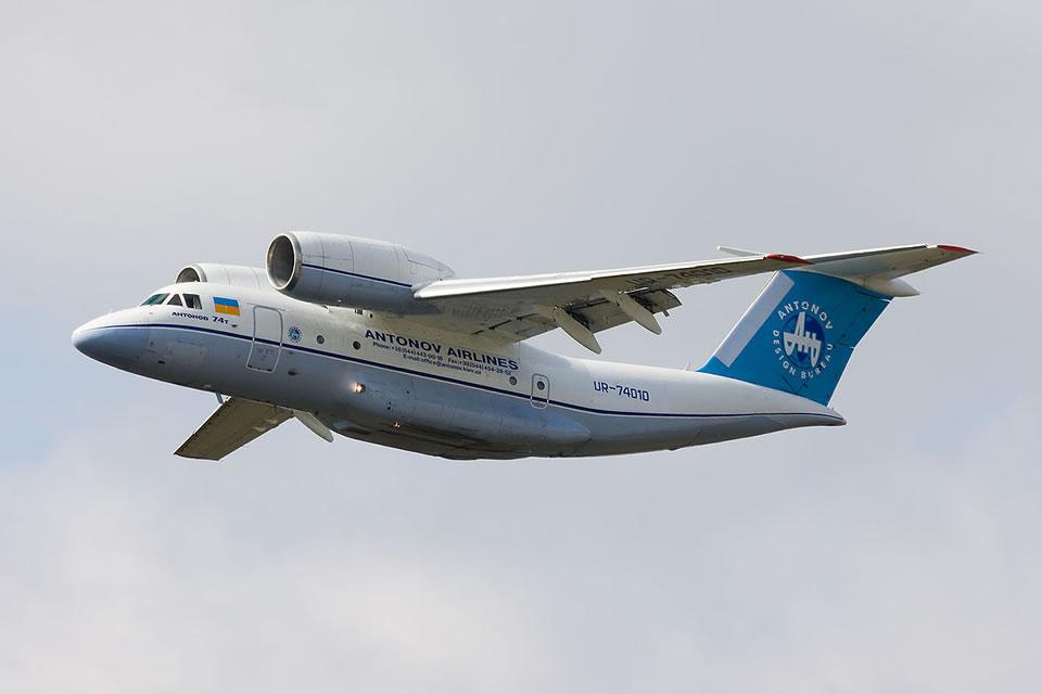 Самолет Ан-74 короткого взлета и посадки. Строился на Харьковском авиазаводе был востребован и поставлялся в разных модификациях во многие страны мира