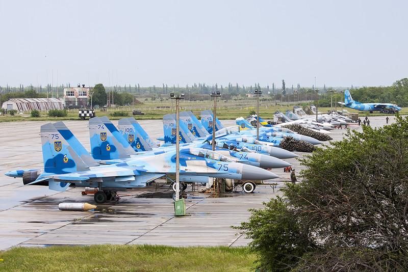 Линейка Су-27 на аэродроме Миргород, 2013 г.