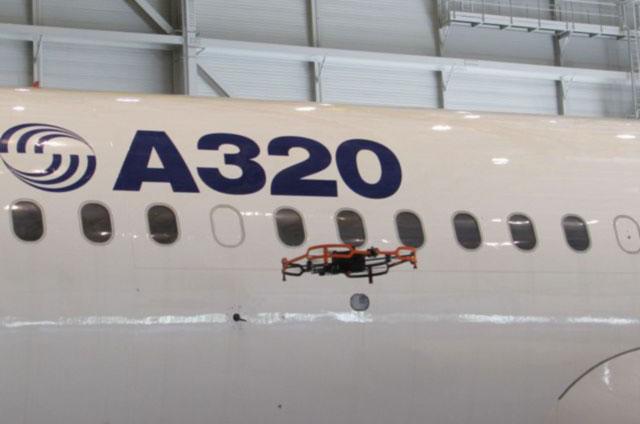 Airbus представил беспилотник для осмотра самолетов в ангарах