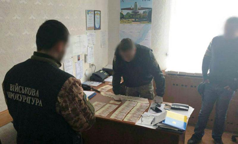 Замначальника  наземных служб Кировоградской летной академии задержан за взятку