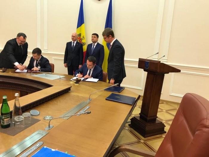 Украина и Молдова подписали соглашение о либерализации авиасообщения