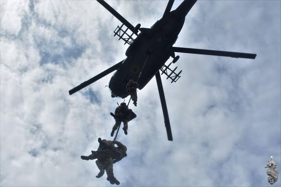 В 73 морском центре СпН отработали высадку с вертолета