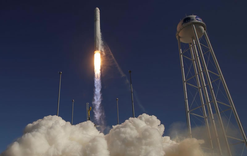 В США успешно запустили ракету-носитель Антарес