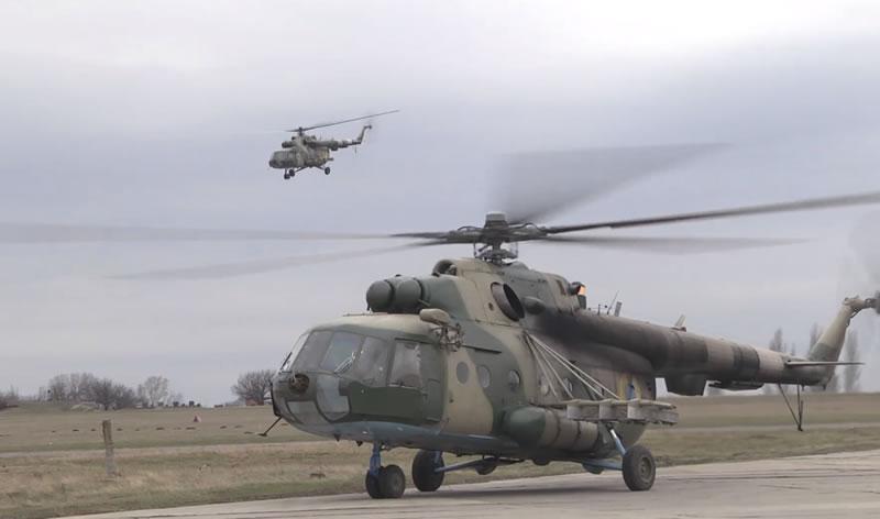 Тренируются экипажи вертолетов армейской авиации