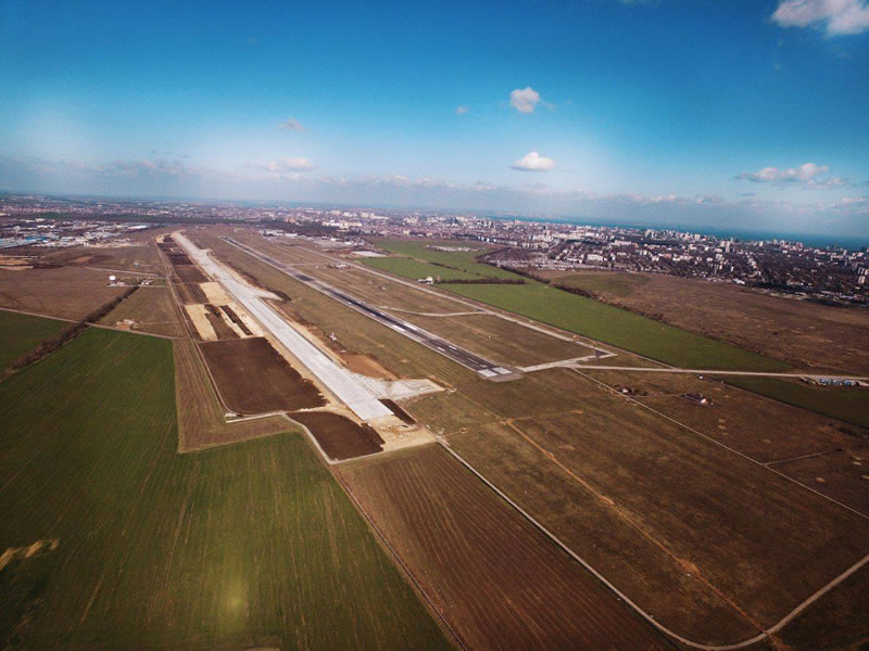 Половина взлетно-посадочной полосы Одесского аэропорта готова