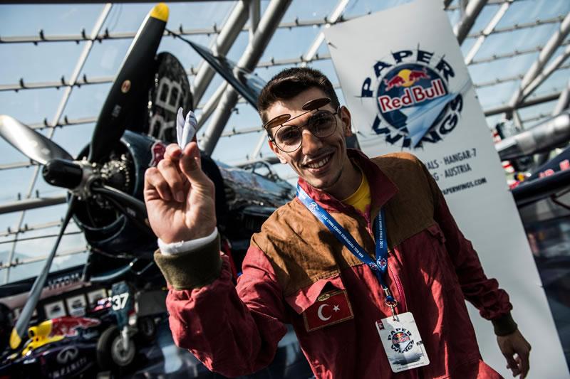 МАУ проспонсирует соревнования Red Bull Paper Wings в Украине