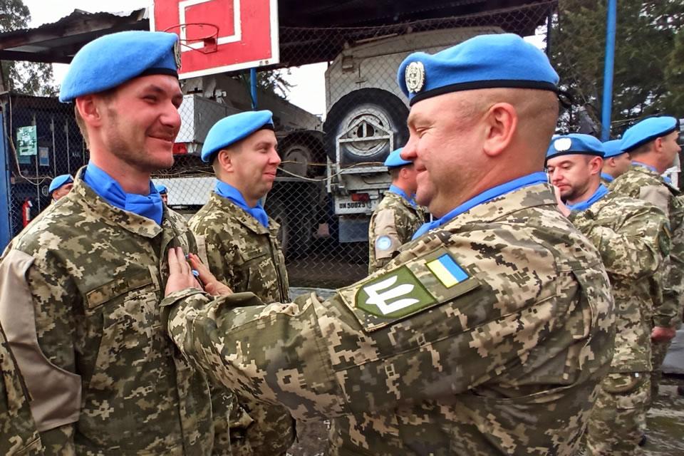 Украинские вертолетчики награждены медалями Организации Объединенных Наций «За службу миру»