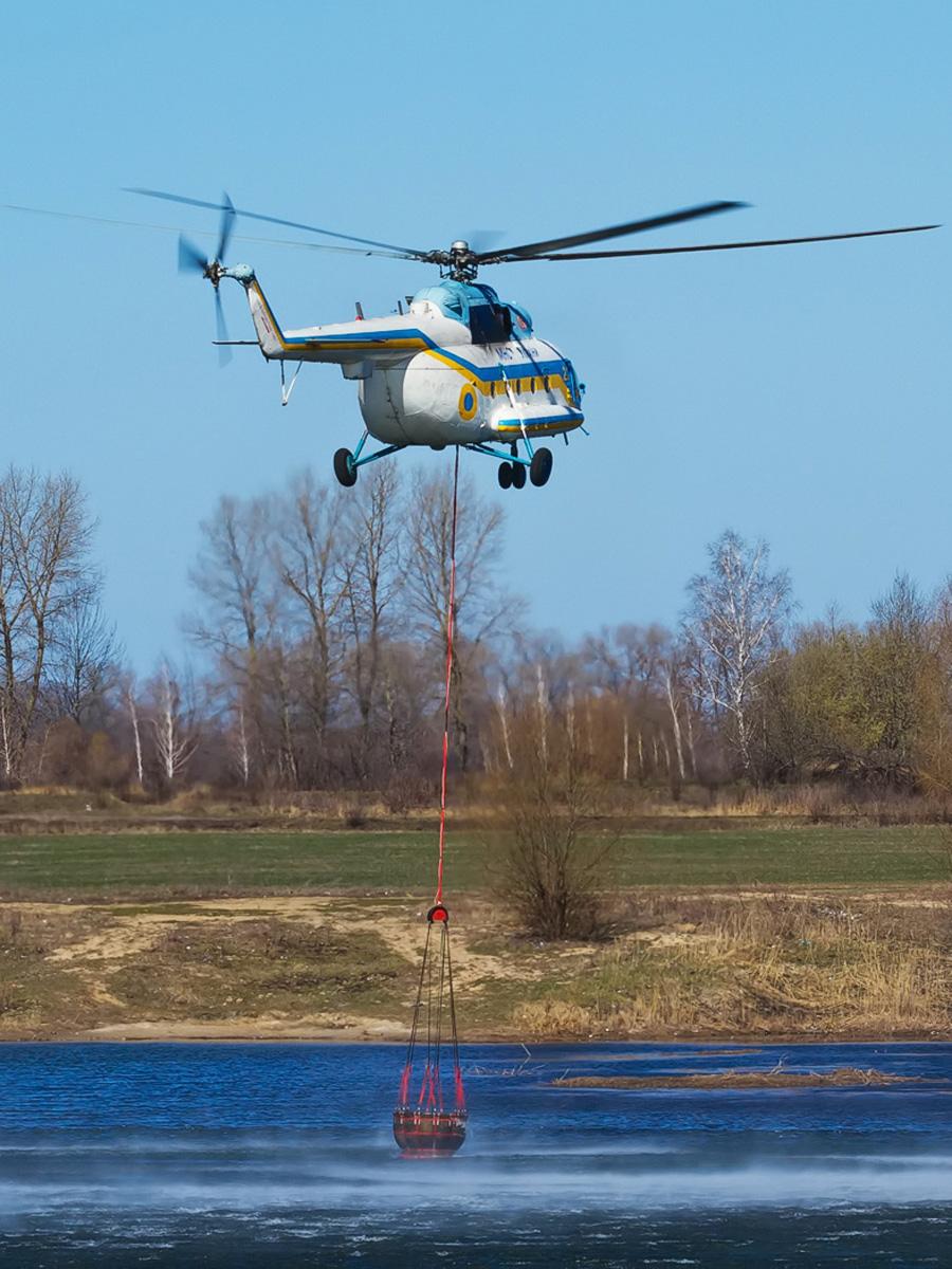 Пожары в Киевской и Житомирской областях помогает тушить авиация
