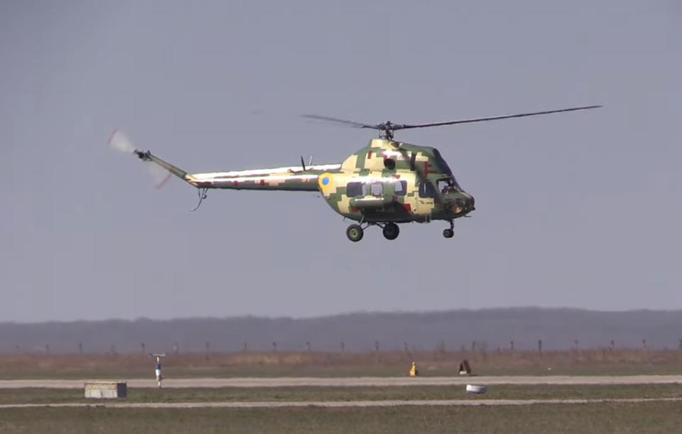 У курсантов продолжается летная практика на Ми-2