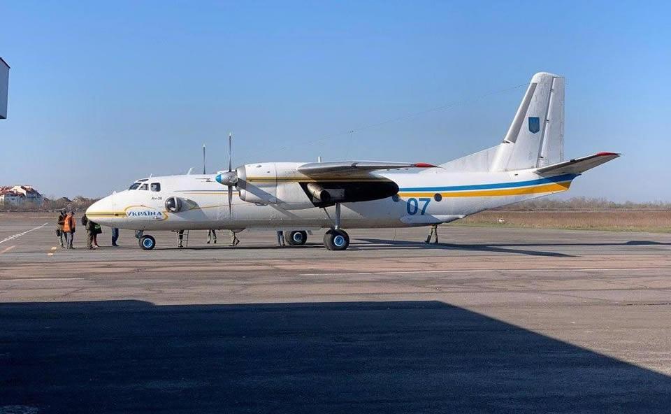 Медики прилетели на Закарпатье на самолете