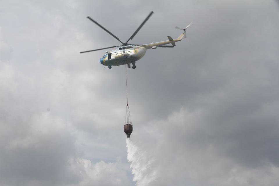 Авиация ГСЧС продолжает тушить пожары