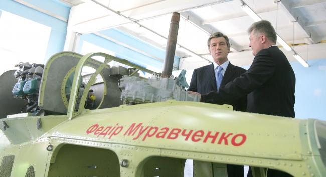 """Ющенко осмотрел вертолет КТ-112 """"Кадет"""""""