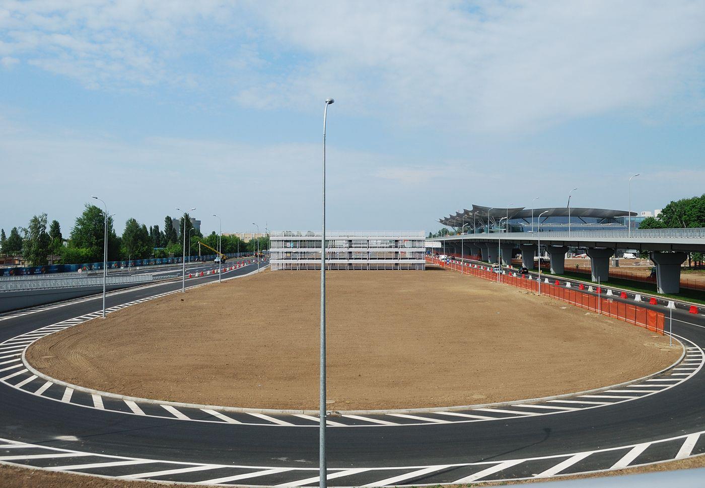 Паркинг возле терминала D появится только в 2013 году