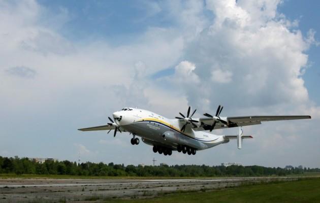 """Двигатели  самолета Ан-22 """"Антей"""" будут обслуживать в Украине"""