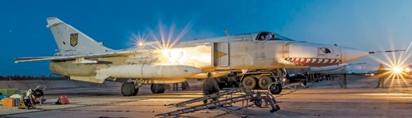 В небе «фехтовальщики». Пилоты Су-24М тренировались в мастерстве