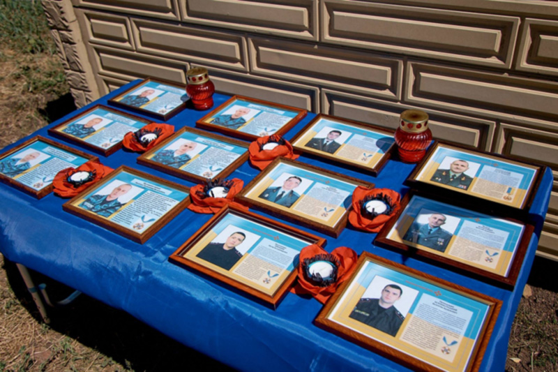На Донбассе почтили память военных, которые погибли в небе над Славянском