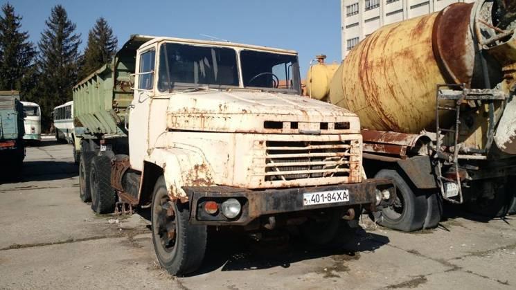 Дерибан. У Харьковского авиазавода отобрали грузовую технику